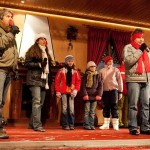 Zpívání na Vánočním kamionu